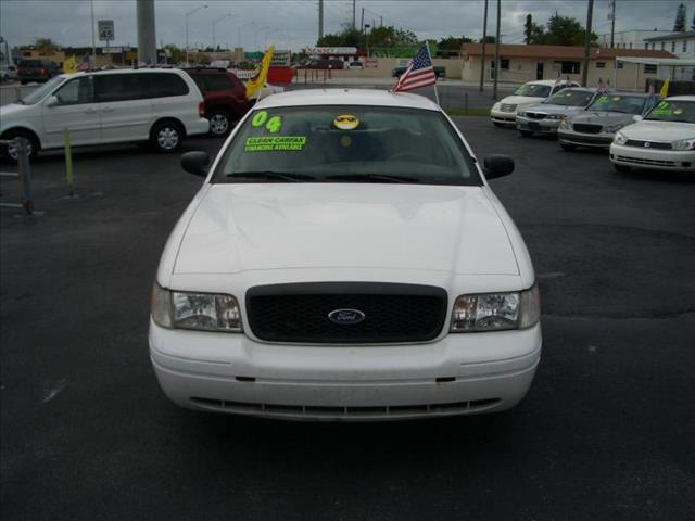 2004 FORD CROWN VICTORIA POLICE INTERCEPTOR white all power equipment on this vehicle is in workin