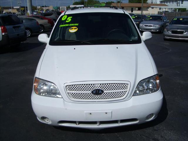 2005 KIA SEDONA AUTO white driver air bag passenger air bag ac rear ac amfm stereo cassett