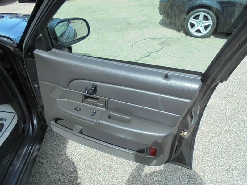 2004 Ford Crown Victoria LX 4dr Sedan - Uniontown PA