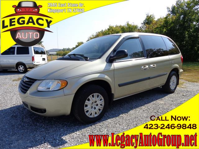 2006 CHRYSLER TOWN  COUNTRY SWB gold 122150 miles VIN 1A4GP45R76B518168