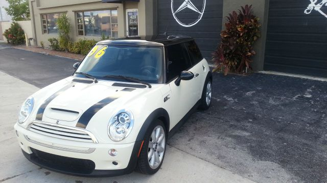 2006 MINI COOPER S pepper white abs brakesair conditioningalloy wheelsamfm radioanti-brake sy