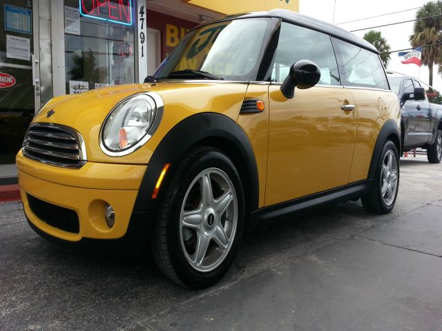 2009 MINI COOPER CLUBMAN BASE yellow abs brakesair conditioningalloy wheelsamfm radioanti-bra