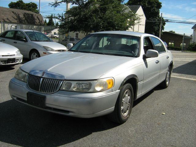 1999 Lincoln Town Car for sale in Woodbine MD
