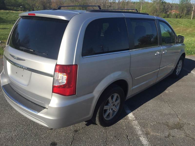 2011 Chrysler Town and Country Touring 4dr Mini-Van - Woodbine MD