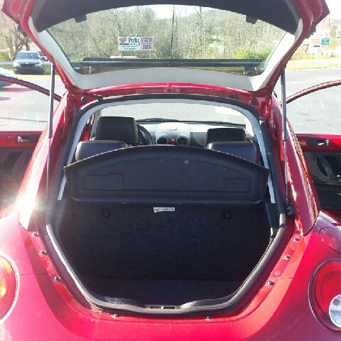 2007 Volkswagen New Beetle 2.5 PZEV 2dr Hatchback (2.5L I5 5M) - Hudson NC