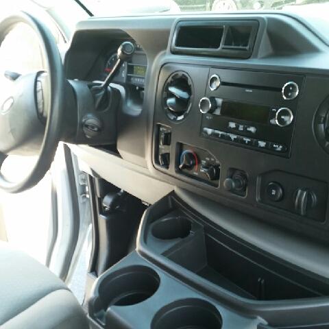 2010 Ford E-Series Wagon E-350 SD XLT 3dr Passenger Van - Hudson NC