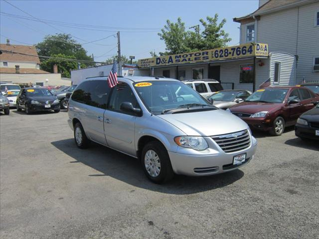 2005 Chrysler Town and Country for sale in Chicago IL
