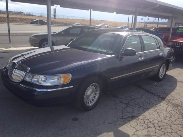 2001 Lincoln Town Car for sale in Latrobe PA
