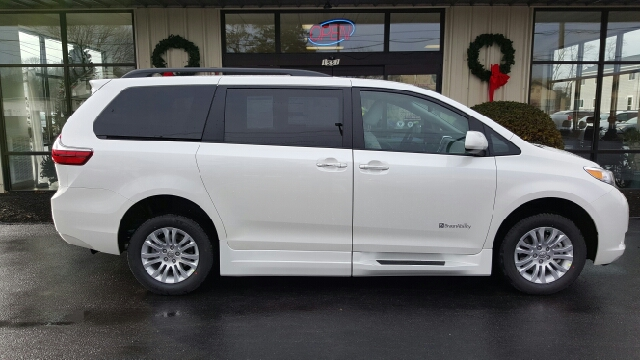 2015 toyota sienna xle premium 8 passenger 4dr mini van in seekonk ma adaptive mobility. Black Bedroom Furniture Sets. Home Design Ideas