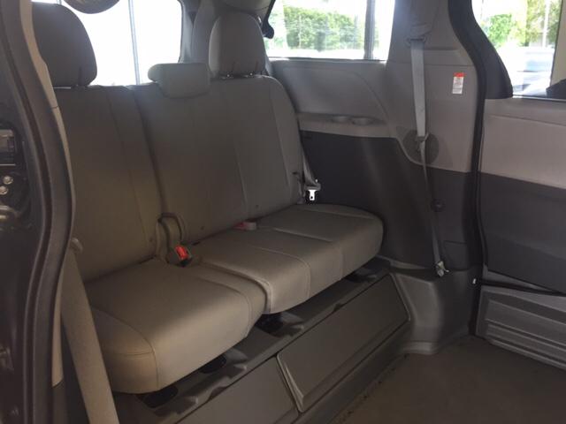 2015 Toyota Sienna XLE 8-Passenger 4dr Mini-Van - Seekonk MA