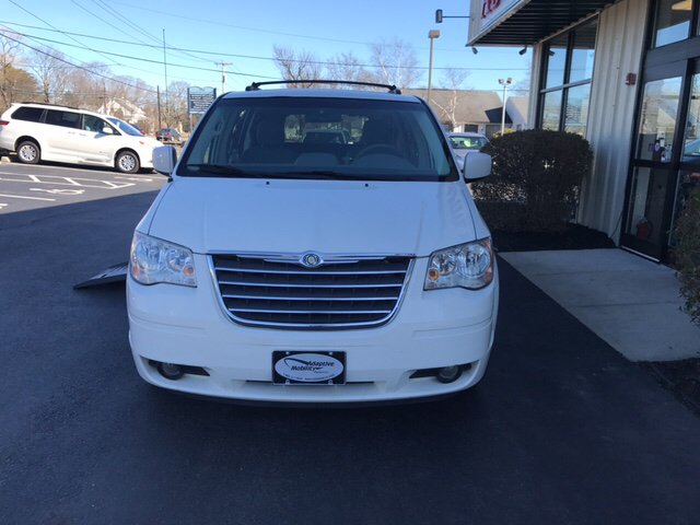 2009 chrysler town and country touring braunability wheelchair van in seekonk ma adaptive mobility. Black Bedroom Furniture Sets. Home Design Ideas