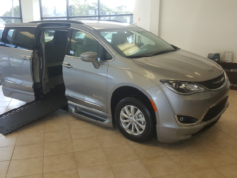 2017 Chrysler Pacifica BraunAbility In Floor