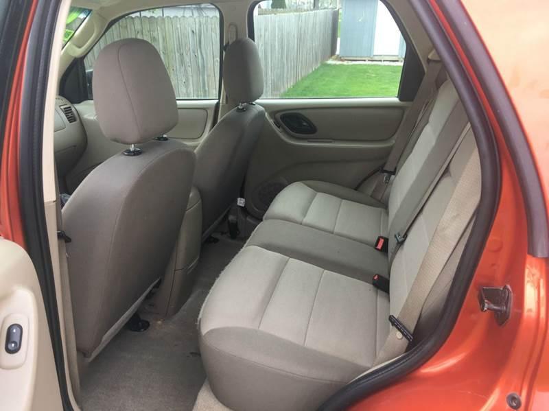 2006 Ford Escape XLS 4dr SUV w/Automatic - Hoopeston IL