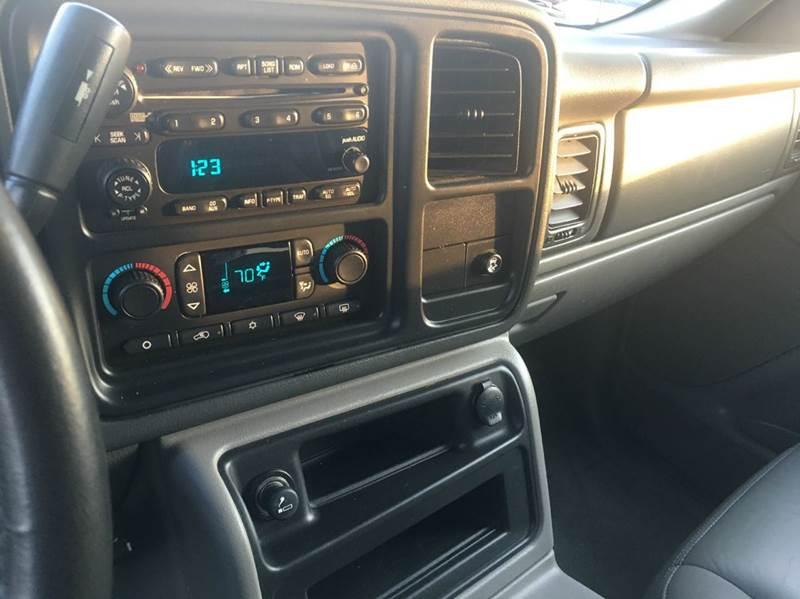 2005 GMC Yukon XL 1500 SLT 4WD 4dr SUV - Hoopeston IL