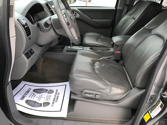 2009 Nissan Frontier LE 4x4 Crew Cab Short Bed 4dr 5A - Cleveland OH