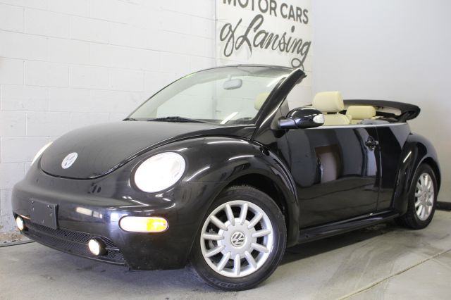 2004 VOLKSWAGEN NEW BEETLE GLS 2DR CONVERTIBLE black extra clean inside and out must see call 88