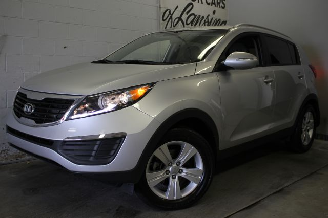 2013 KIA SPORTAGE BASE 4DR SUV silver like new inside and out low miles great on gas usbaux in
