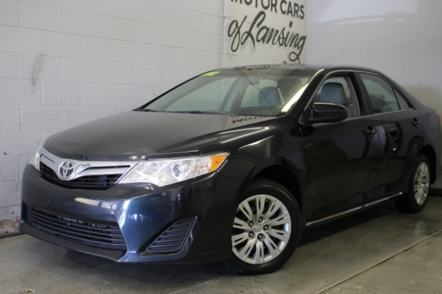 2012 TOYOTA CAMRY SE 4DR SEDAN black like new inside and out wow must see touch screen radio