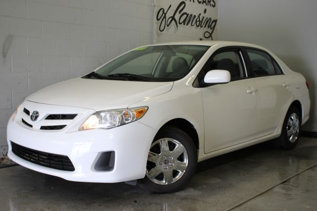 2011 TOYOTA COROLLA BASE 4DR SEDAN 4A white wow great on gas like new inside and out   3 mont