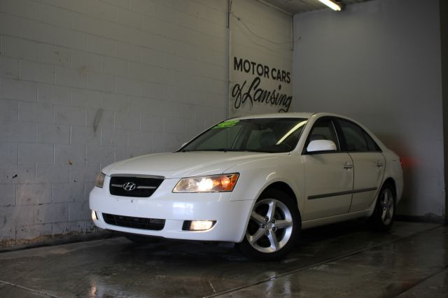 2008 HYUNDAI SONATA LIMITED SEDAN white like new inside and out must see all customers are welco