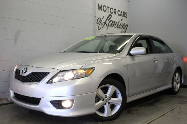 2011 TOYOTA CAMRY SE V6 4DR SEDAN 6A silver wow like new inside and out great on gas currently