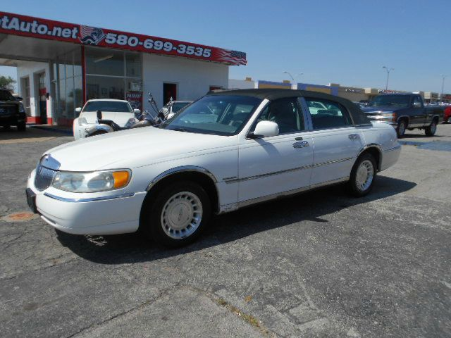 2001 Lincoln Town Car for sale in Lawton OK