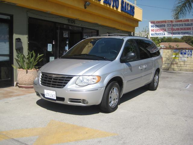 2005 Chrysler Town and Country for sale in Bellflower CA