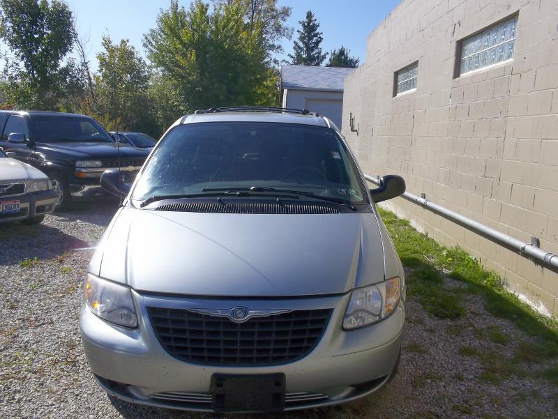 2003 Chrysler Voyager for sale in Chardon OH