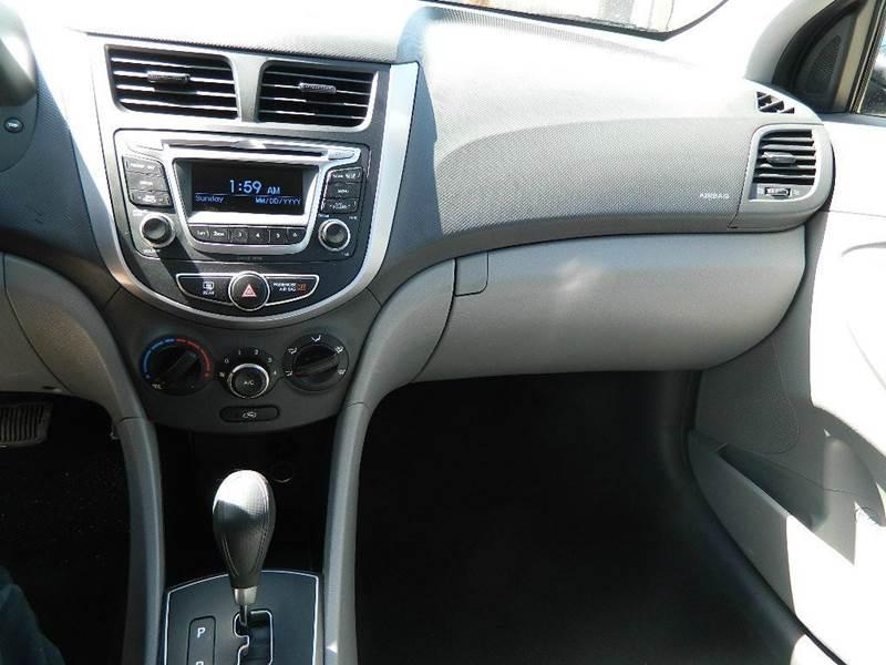 2016 Hyundai Accent SE 4dr Sedan 6A - Overton NV