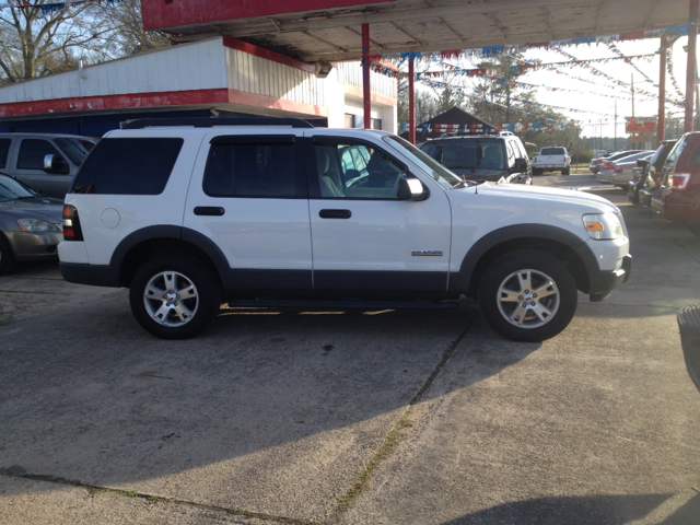 2006 FORD EXPLORER XLT 40L 2WD white we are located at 1402 florida blvd denham springs la 70726