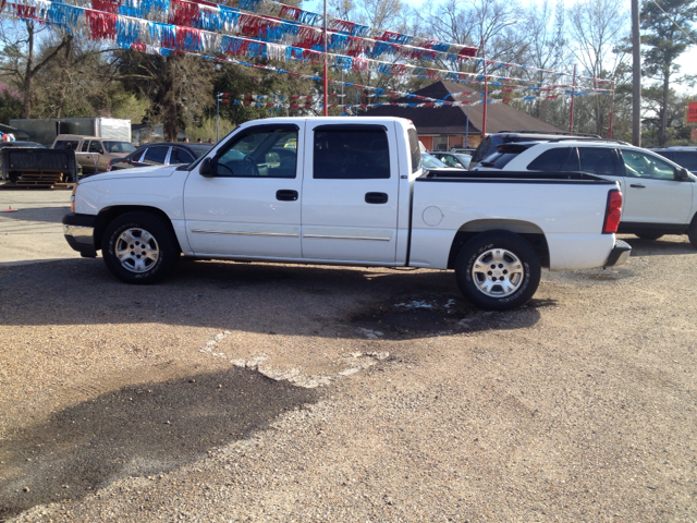 2005 CHEVROLET SILVERADO 1500 LS CREW CAB 2WD white we are located at 1402 florida blvd denham spr