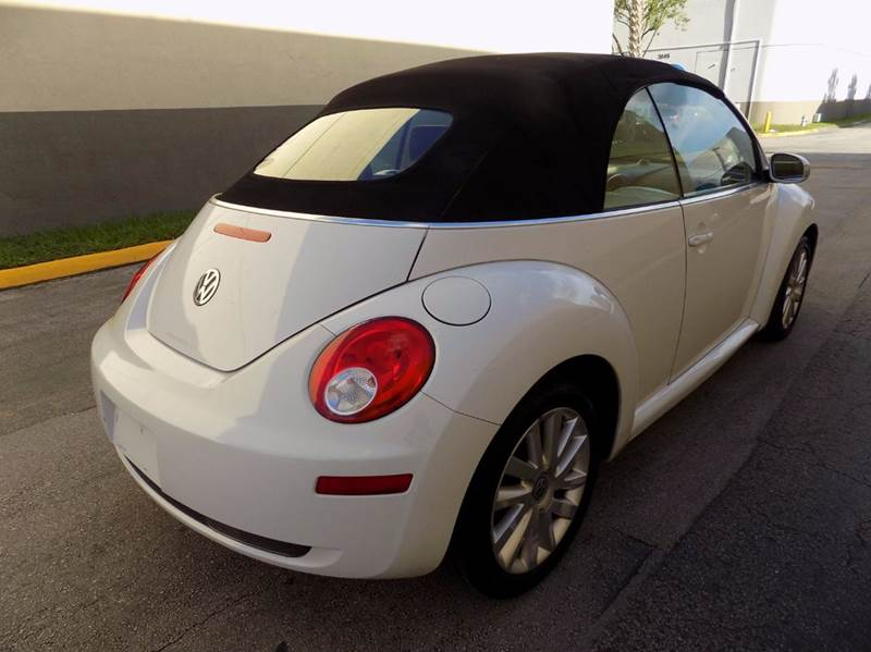 2009 Volkswagen New Beetle PZEV 2dr Convertible - Hollywood FL