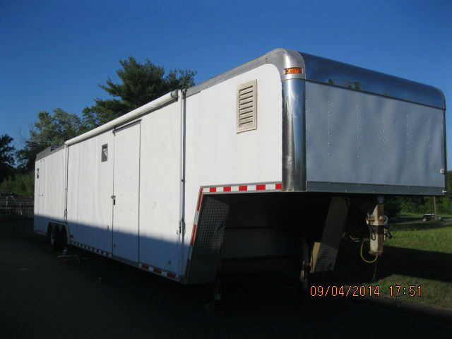 2000 Pace American 44' 2 CAR ENCLOSED GOOSE NECK