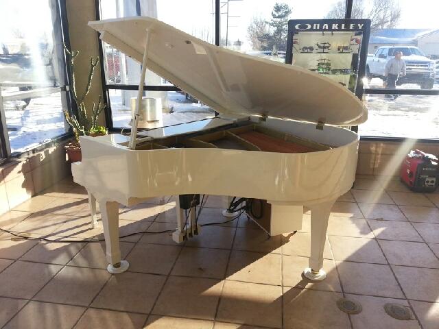 1989 YAMAHA PIANO BABY GRAND