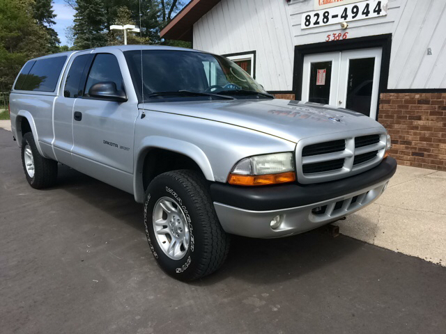 2002 Dodge Dakota 2dr Club Cab Sport 4WD SB - Twin Lake MI