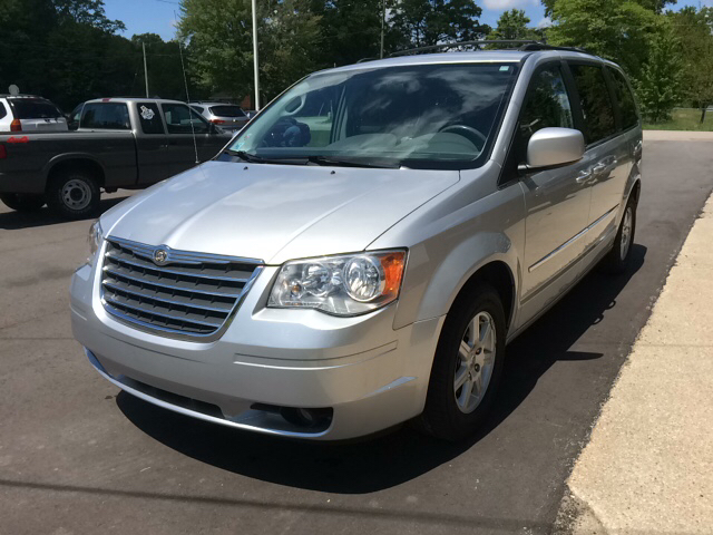 2010 Chrysler Town and Country Touring 4dr Mini-Van - Twin Lake MI