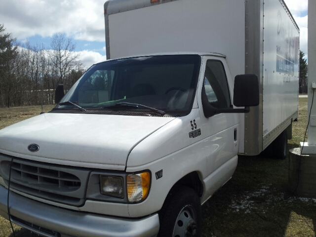 1999 Ford E-350 CUBE TRUCK - Twin Lake MI