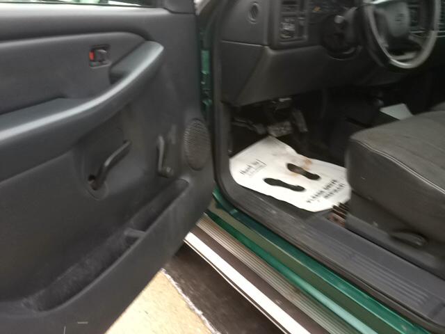 2000 Chevrolet Silverado 1500 Base 2dr 4WD Standard Cab LB - Twin Lake MI
