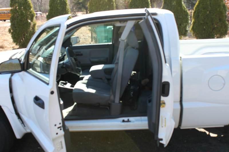 2005 Dodge Dakota ST 4dr Club Cab SB - Ellington CT
