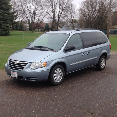 2005 chrysler town and country touring 4dr extended mini van in cambridge mn affordable auto sales. Black Bedroom Furniture Sets. Home Design Ideas