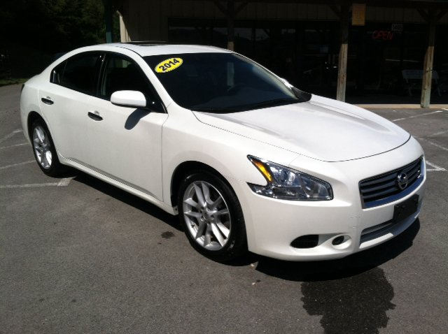 Nissan maxima for sale in knoxville tn for Volunteer motors clinton hwy