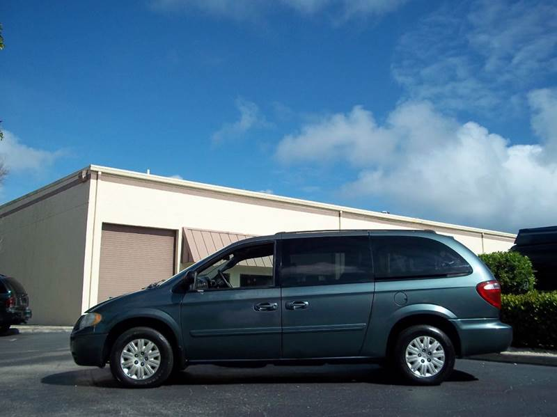 2005 chrysler town and country lx 4dr extended mini van in boynton beach fl love 39 s auto group. Black Bedroom Furniture Sets. Home Design Ideas