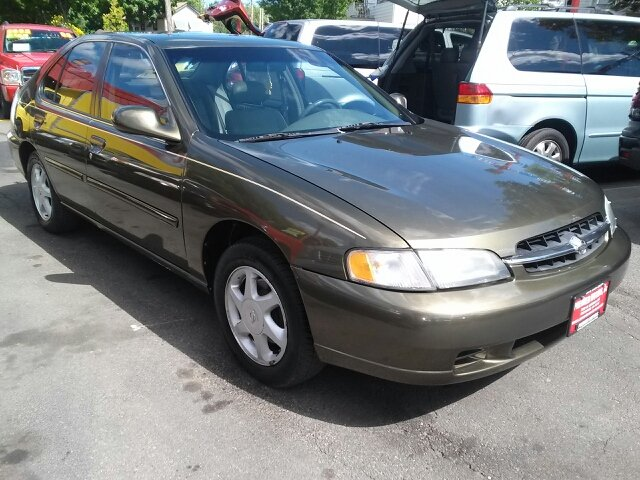 1998 nissan altima for sale in milwaukee wi. Black Bedroom Furniture Sets. Home Design Ideas