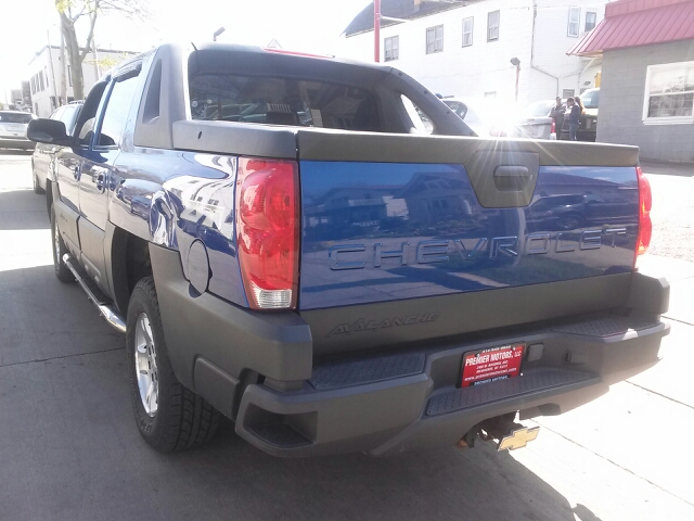 2003 Chevrolet Avalanche 4dr 1500 4wd Crew Cab Sb In