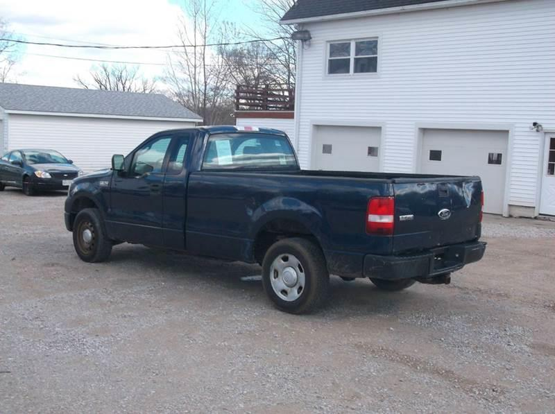2005 Ford F-150 XL 2dr Standard Cab Rwd Styleside 8 ft. LB - Hartsgrove OH