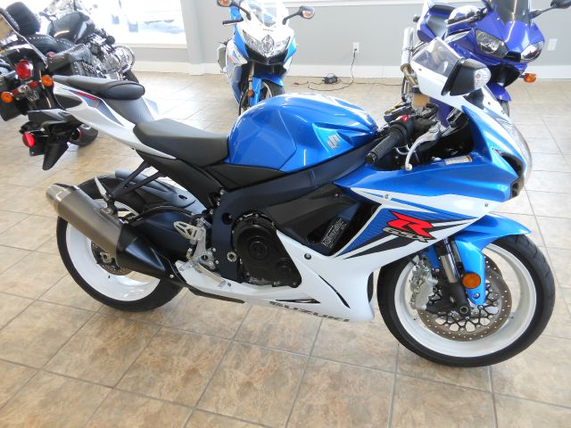 2011 suzuki gsxr 600 only 1748 miles. Black Bedroom Furniture Sets. Home Design Ideas