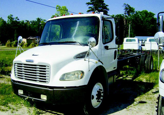 2005 Freightliner M2 106