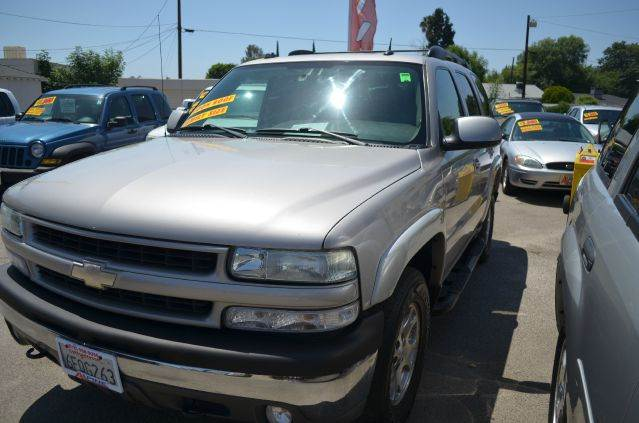 2004 CHEVROLET TAHOE LT 4WD 4DR SUV silver abs - 4-wheel adjustable pedals - power anti-theft s