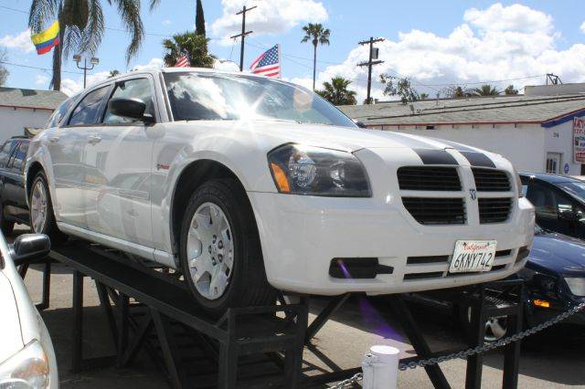 2006 DODGE MAGNUM SE white air conditioningamfm radioanti-brake system non-abs  4-wheel abs