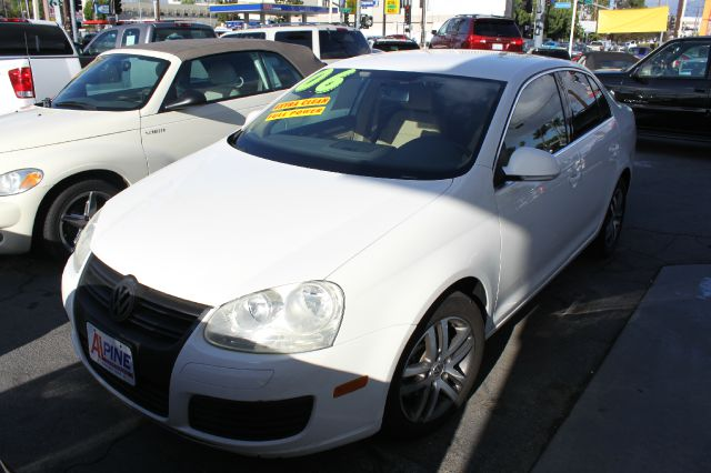 2006 VOLKSWAGEN JETTA 25 PZEV 4DR SEDAN 25L I5 6A white abs - 4-wheel active head restraint